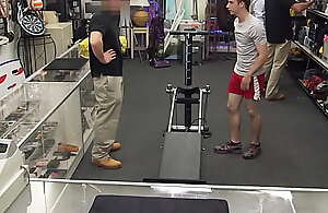 Fitness trainer pawns his gym equipement with the addition of arse